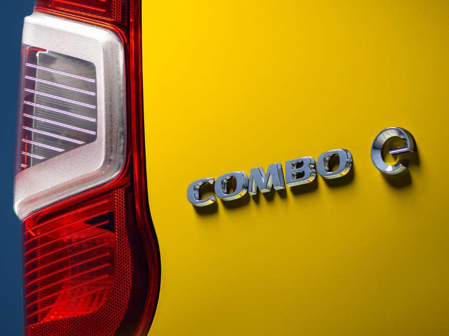 Opel Combo-e Cargo, емблема